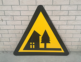 交通三角形标志牌